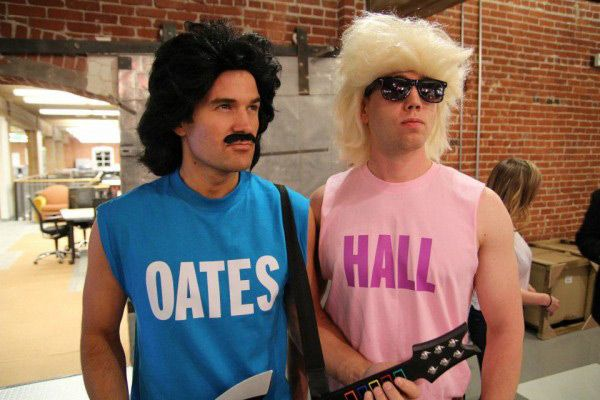 Hall and Oates t-shirts!  The perfect, super-easy 80s costume idea http://www.liketotally80s.com/2014/10/80s-costume-hall-oates/