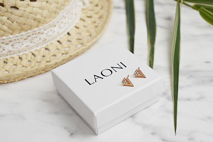 Zobacz jakiej biżuterii nie może zabraknąć w Twoim letnim looku.  #summerjewelry #summerlook