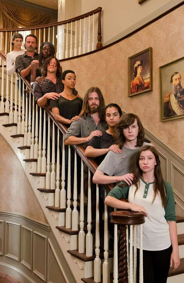The Walking Dead Cast at the Hilltop what a cool pic