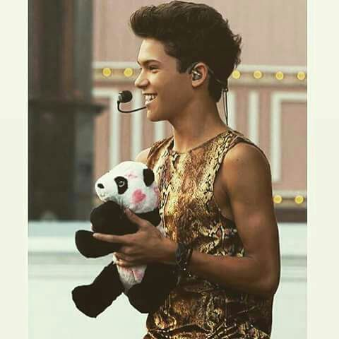 The best view ever! A panda + Omar = ♥ ♥ ♥ ♥ ♥ ♥