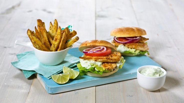 Oppskrift på Kyllingfiletburger med avokado- og rømmesaus, foto: