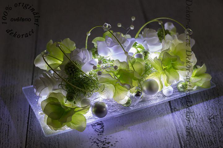 Vánoční dekorace na stůl s LED osvětlením.