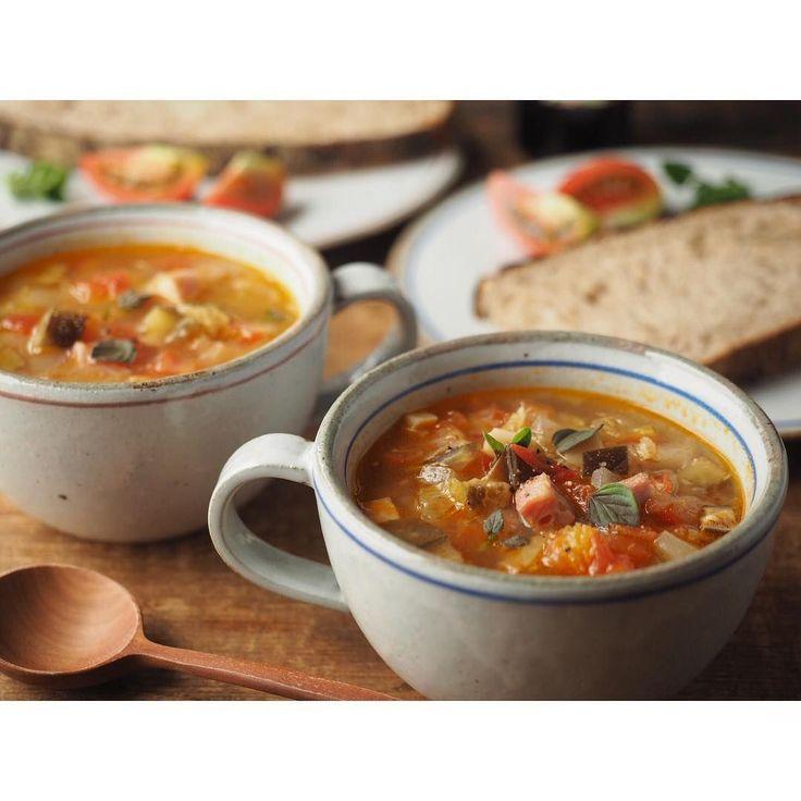 朝晩肌寒く感じることが増えてきた今の時期は、ホッと温ま るスープが恋しくなりますよね。10分以下で作れる簡単スープレシピを厳選してご紹介します。長時間の煮込み不要なので、思い立った時にパパッと作れちゃいます!