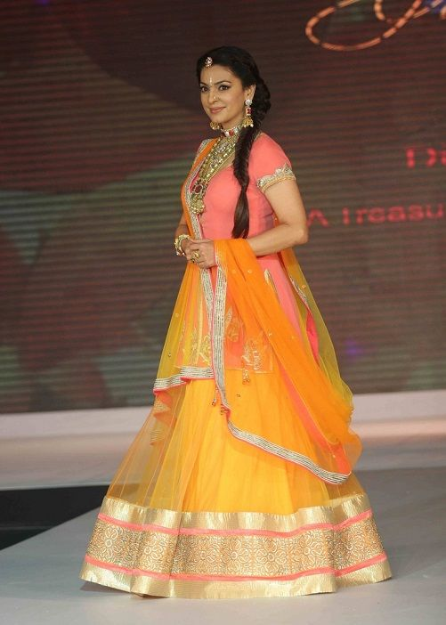 The color combination is perfect for a Haldi outfit!