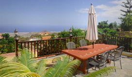 Outdoor communal table @La Bodega Casa Rural, Tenerife