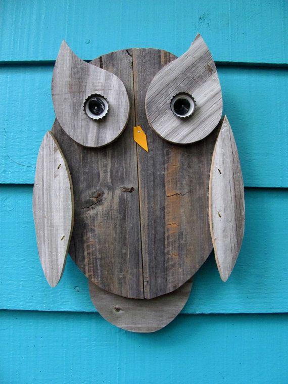Cette chouette est faite principalement de vieux bois de clôture régénéré