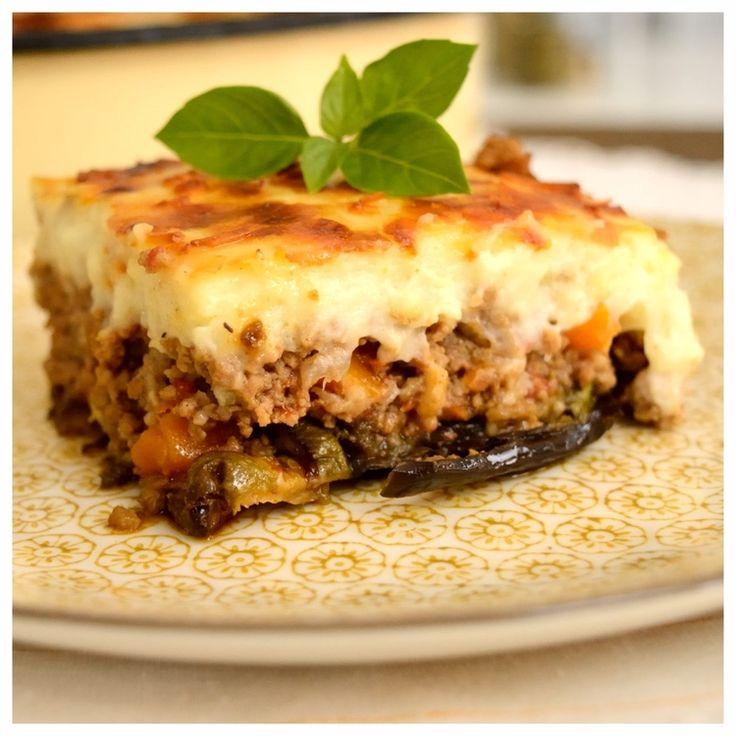 Ένα φαγητό πλούσιο και μοναδικό! Τα έχει όλα και νόστιμα λαχανικά και ζουμερό κιμά και τυρένια μπεσαμέλ. Πώς να μην είναι λοιπόν ανεπανάληπτος… Όποιος επισκεφτεί την Ελλάδα πρέπει να τον δοκιμάσει και όσοι ζούμε εδώ σίγουρα τον φτιάχνουμε κάποιες φορές το χρόνο (που μένουν αλησμόνητες).