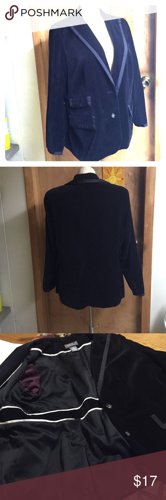 Vintage Velvet Tuxedo Jacket 🎩. Lots of details Vintage Velvet Tuxedo Jacket. Very detailed great addition to any Women's Closet. 🎩. Well taken care of, dressy no pockets. Looks great with Jeans. George Designs by Mark Eisen Jackets & Coats Blazers