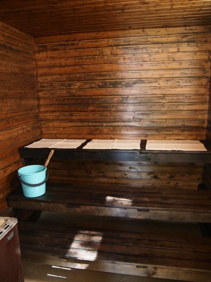 Vanha, tumma sauna / Old, dark sauna