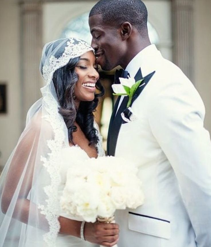Obsessed With Her Veil Jacksonville Jaguars Wide Receiver Mohamed Maquoi Marries Kelli Pickett In Ines Di Santo Gown Purchased At Bridal Reflections