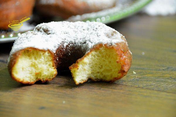 z cukrem pudrem: oponki serowe na drożdżach (hit!)