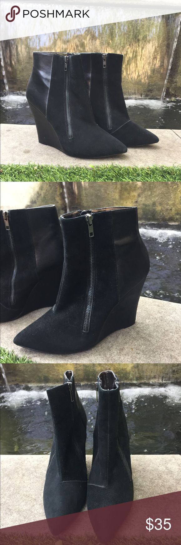 Steve Madden wedge bootie🖤 Steve Madden black wedge bootie - women's size 9 - these are in great condition - super sleek & perfect for upcoming fall/winter months 🖤 Steve Madden Shoes Ankle Boots & Booties