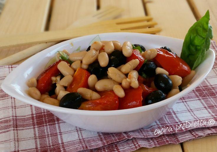 Oggi ho preparato una deliziosa insalata di cannellini e olive e, come sempre, vi lascio la ricetta. Oltre a servire questa insalata come ricco contorno ...