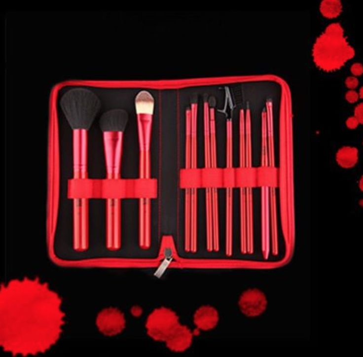 VERIVERAS beautiful brush sets! Comes in a gorgeous pouch........Perfect for on the go ladies!  take VERIVERA with you everywhere