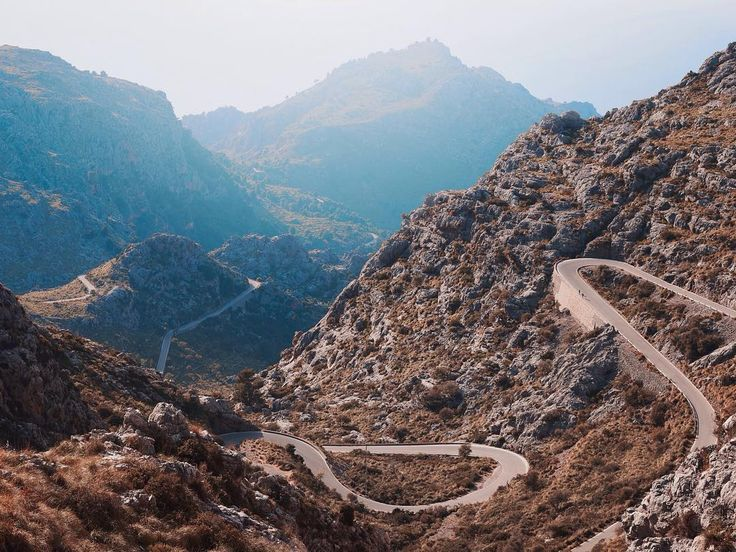 Beautiful views of Sa Calobra Mallorca by @tombunning. If you're a keen cyclist - this road is infamous. For those not in the know the road's official name is the Col de Cal Reis but to friends it's just the Cobra. A perfect 6 miles rising to 2000 feet nestled in the Sierra de Tramuntana mountains. #landscapephotography #cycling #getonyourbike bike #climbing #sunset #sacolobra #mallorca #explore #weareflock