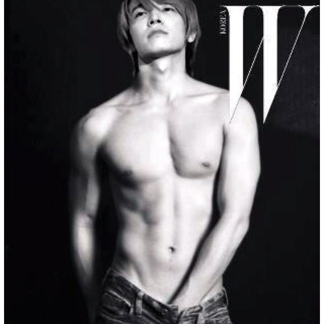 Lee Donghae ... What the frick?!? Oh heck... No words...ok, maybe one ...hot!