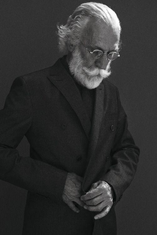 / visage / personnage / vieux / homme / moustache / barbe / pluiesnuhiriennes / vertforêt / lunettes / photoportrait
