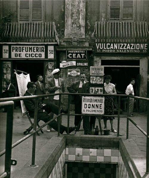 saltandpepperman:  NAPOLI1955(notare il cartello: ritirata comunale, per sole donne)