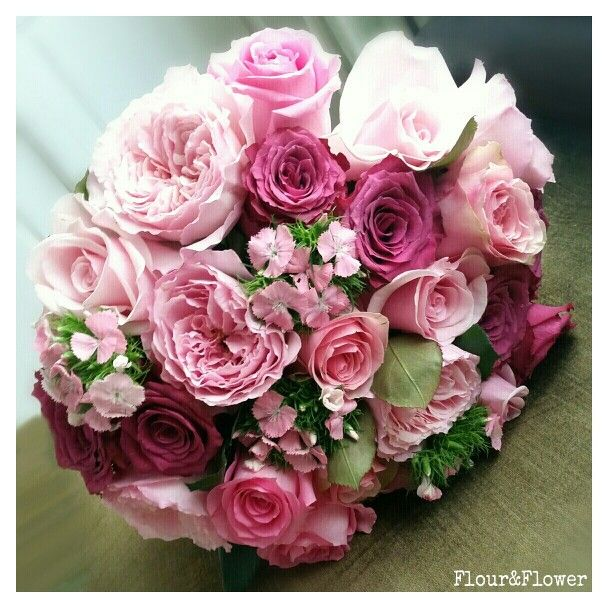 Roses, garden roses and dianthus. By Flour&Flower, Riffa, Bahrain. Follow us on Instagram @mylittleflowershop