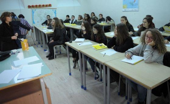 Genitori e ragazzi delle medie affollano le aule dell'istituto Un ex studente: una scuola che dà una formazione completa