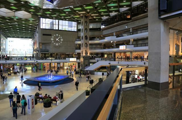 Montreal's Underground City Is a Mess, A Glorious Effing Mess: Underground Shopping