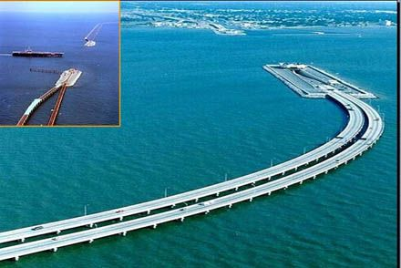 Pontes-túneis na baía de Chesapeake, que permitem a passagem dos navios de guerra da base de Norfolk