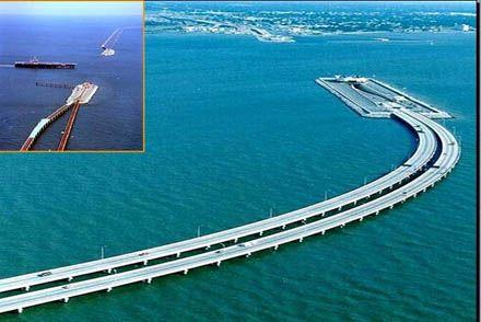 Pontes-túneis na baía de Chesapeake, em Maryland, EUA, que permitem a passagem dos navios de guerra da base de Norfolk, no vizinho Estado da Virginia.