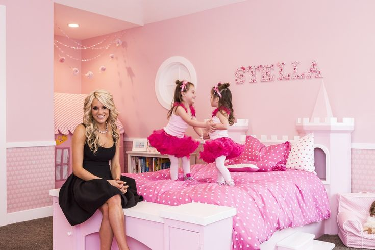 【スライドショー】ピンクのシャンデリアにカボチャの馬車―小さな「姫」たちの部屋