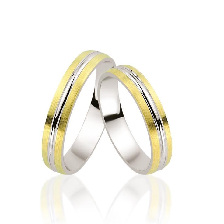 Verighetele LRX332 sunt dintre cele mai subtiri modele din aur in combinatie de culori. Comode si fine, din aur galben si alb, pretul de pornire este de 1300 lei.   http://www.bijuteriilarosa.ro/verighete-lrx332
