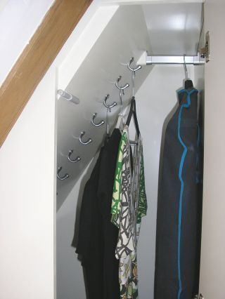 Super Idee für die Winterjacken im Dachgeschoss!                                                                                                                                                                                 Mehr