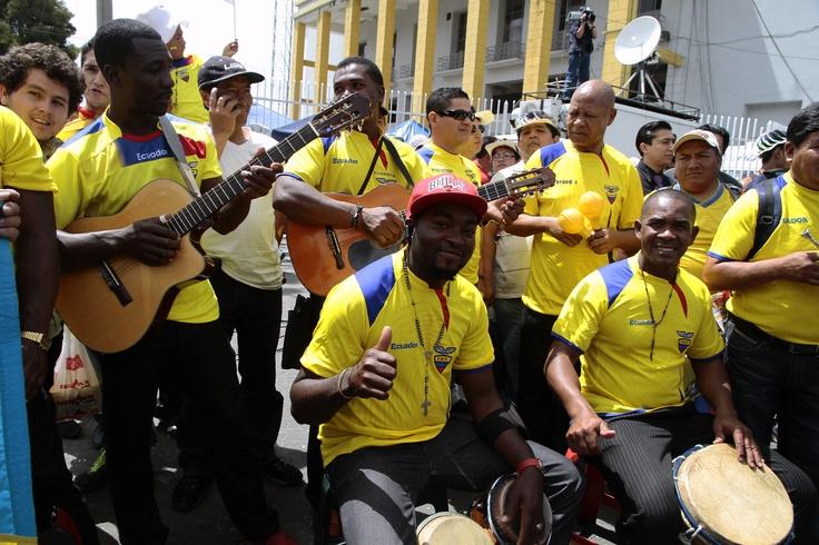 Desde Imbabura llegó este grupo para entonar canciones al ritmo de 'bomba'.