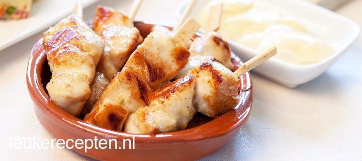 Lekker tijdens een tapasavondje of feestje; heerlijke kipspiesjes gemarineerd in honing-mosterd marinade