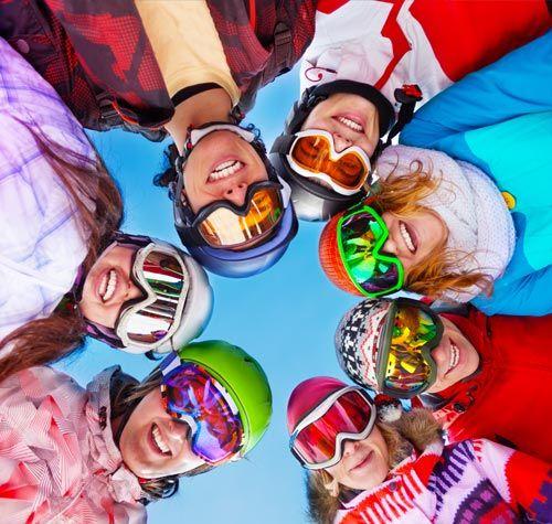 Skiareál Plešivec v Krušýných horách (cca 150km z Prahy) - krušnohorský Skiareál Plešivec je nejnovějším zimním centrem v České republice. V oblasti mezi obcemi Pstruží a Abertamy vznikl komplex se třemi čtyřsedačkovými lanovkami (každá je schopna přepravit za hodinu  2 400 návštěvníků) a s osmi sjezdovkami o celkové délce přes dvanáct kilometrů.