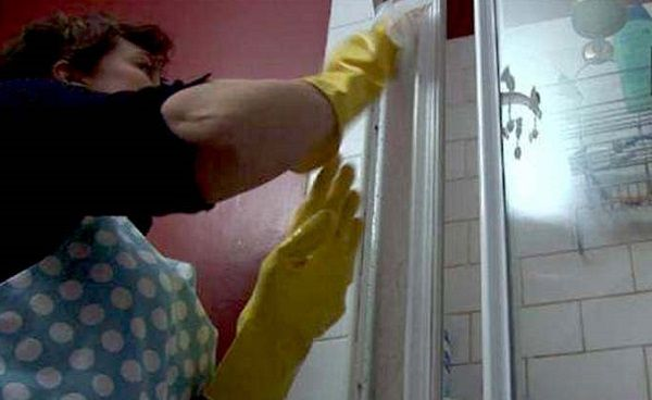 2 astuces nettoyer les parois de douche