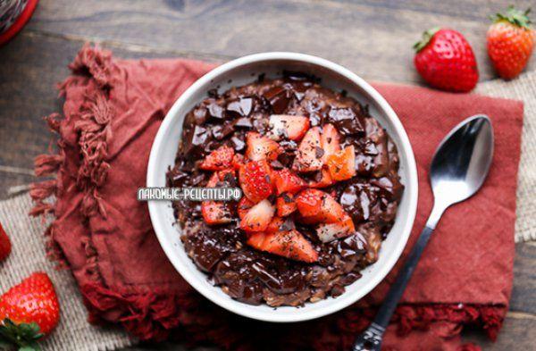Шоколадная овсянка с клубникой+рецепт веганского шоколада