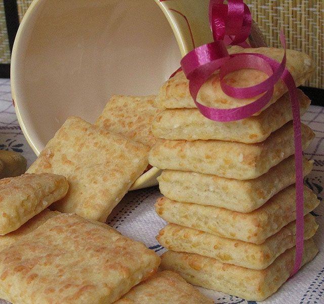 Gyorsan összeállítható, kevés sütést igénylő sajtos nasi, aminek nem lesz ideje az állásban kiszáradni.