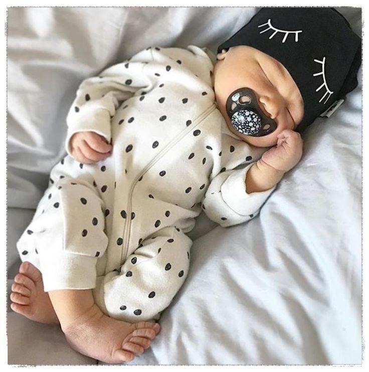 Los chupetes Twistshake 0-6 meses, son de silicona y están diseñados de forma especial para confortar y adaptarse perfectamente a la boca de tu bebé 👌🏼 👶🏻 💕  👉🏼 Todos nuestros chupetes son libres de BPA. ¿Qué es BPA? es una sustancia química que pude filtrarse a partir del producto de goma en el cuerpo del bebé y posiblemente, se traduzca en problemas de salud a medida que crece. ¡Sigamos creando conciencia!