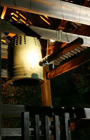 除夜の鐘》意味と由来・大晦日・歴史・回数・108回・つき方・時間・煩悩
