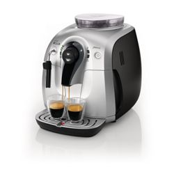 Cafetera express Phillips Saeco Xsmall Class 15 Bars. Muele los granos de café en el acto, con solo pulsar un botón.