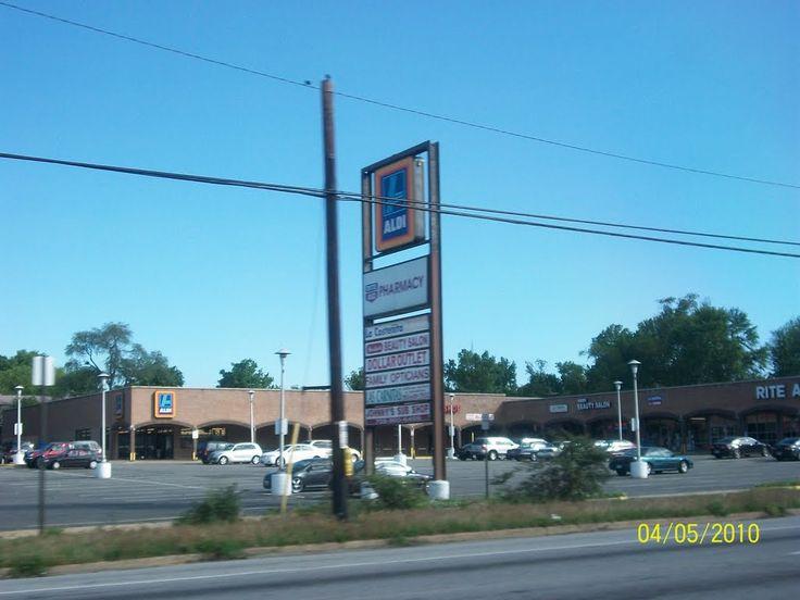 Alexandria, Virginia US 1 South Aldi Food Store.