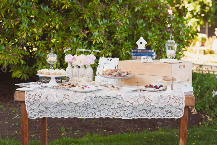 Real Wedding: Amy and Nick's Vintage inspired dessert table