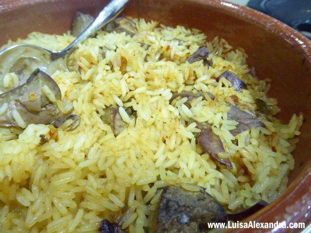 cabrito assado no forno com arroz de   miudos