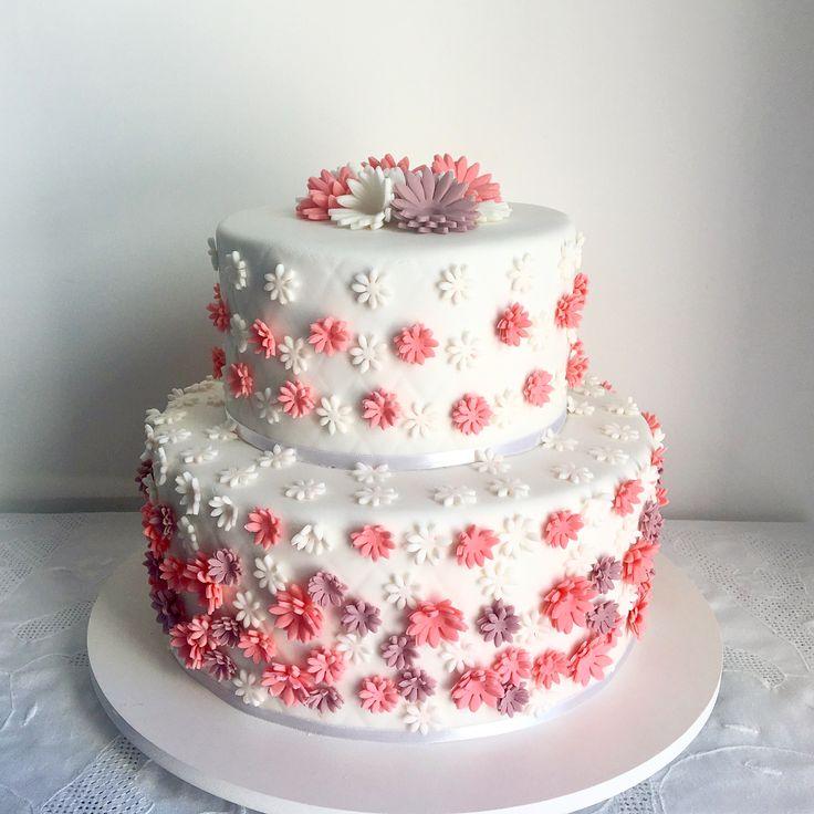 Cake Decorating Company Massa : 25+ best ideas about Bolo com pasta americana on Pinterest ...