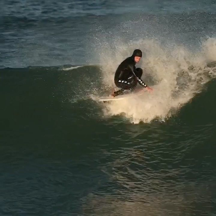 "Gefällt 13.1 Tsd. Mal, 55 Kommentare - World Surf League (@wsl) auf Instagram: ""Finless fun with @josh_kerr84 at #JBay 🎥 @peterkingphoto"""