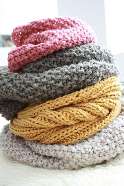 These are pretty much my favorite colors.  All stacked up so gorgeously here! Snood  - tricot knitting