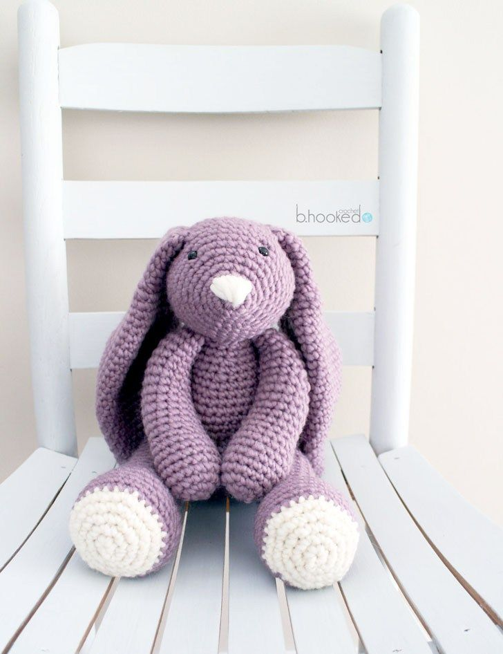 crochet bunny. Free pattern.