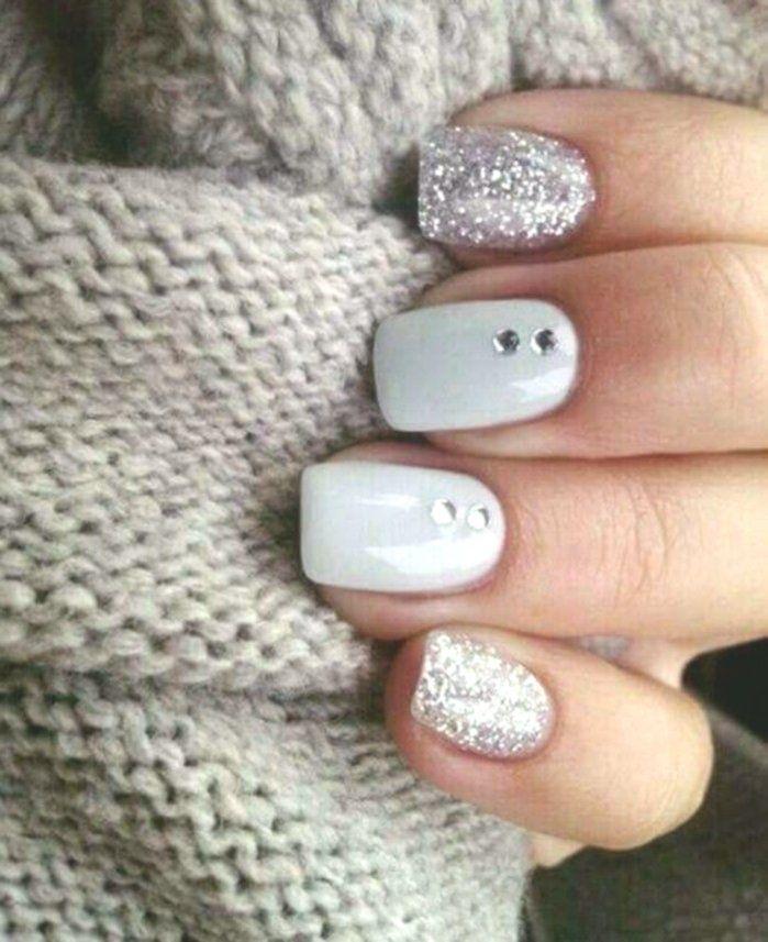 naegel mit steinchen weiss und grau silbern naegeldesign stumpf nagel glitzer st