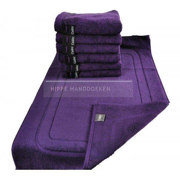 Vrolijke handdoeken in lila kleur van een hele fijnekwaliteit! Het badtextiel van het merk Cawö is voor een groot deel gemaakt van fijn Egyptisch katoen en dat zie je en voel je. Egyptisch katoen wordt beschouwd als de fijnste kwaliteit ter wereld. Het heeft een zachte glans en een groot absorberend vermogen. Dit badtextiel is de blikvanger in je badkamer! Cawö badtextiel heeft een extra brede washand.