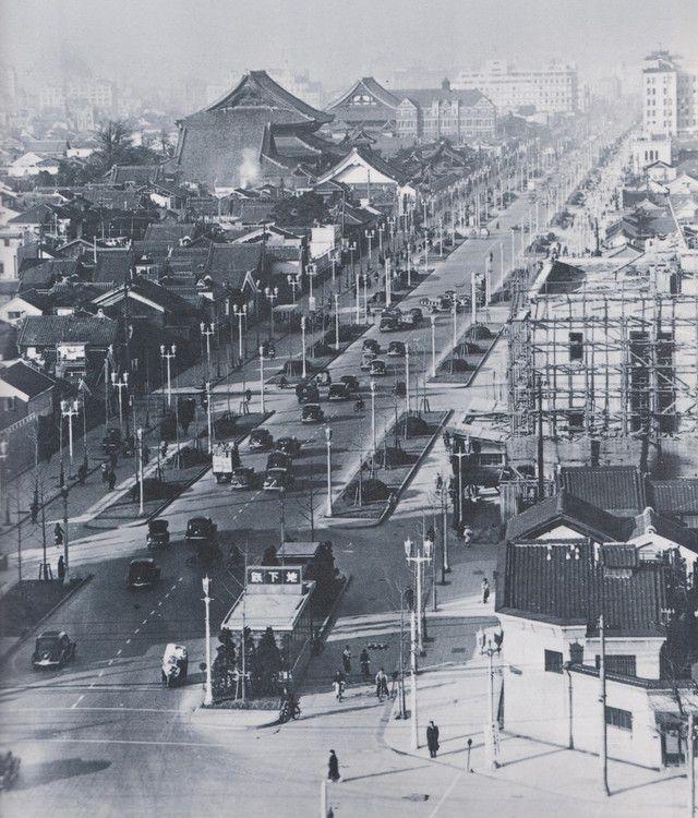 昭和12年5月、御堂筋(梅田~難波)が完成。