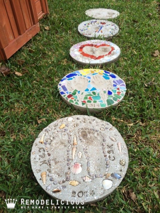 Beach-themed sea shell & sand DIY garden stepping stone art craft. | Remodelicious